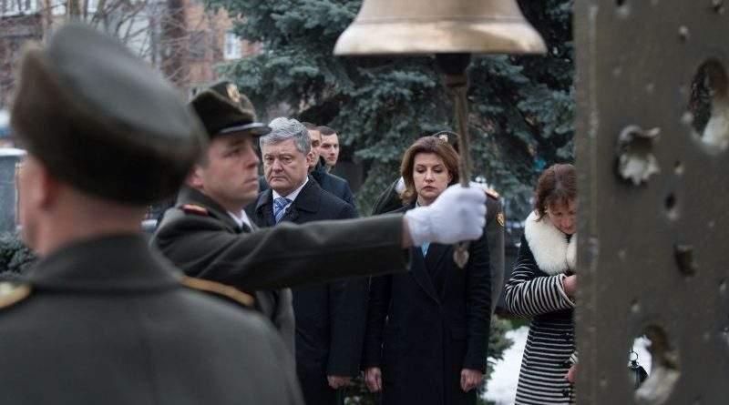 Президент разом з дружиною вшанували пам'ять загиблих українських воїнів (фото, відео)