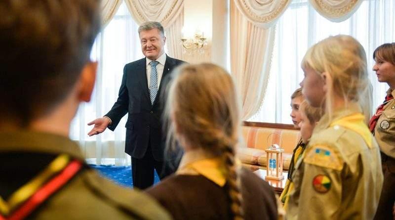 Пластуни передали Президенту Вифлеємський вогонь миру (фото, відео)