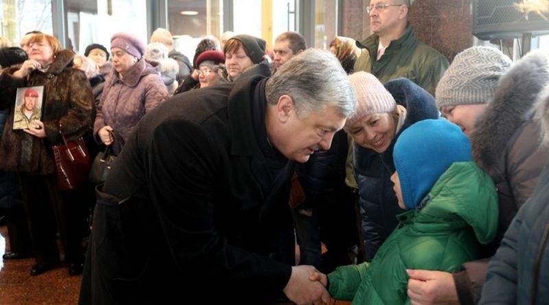 Петро та Марина Порошенки вшанували пам'ять захисників Донецького аеропорту (виступ, фото, відео)