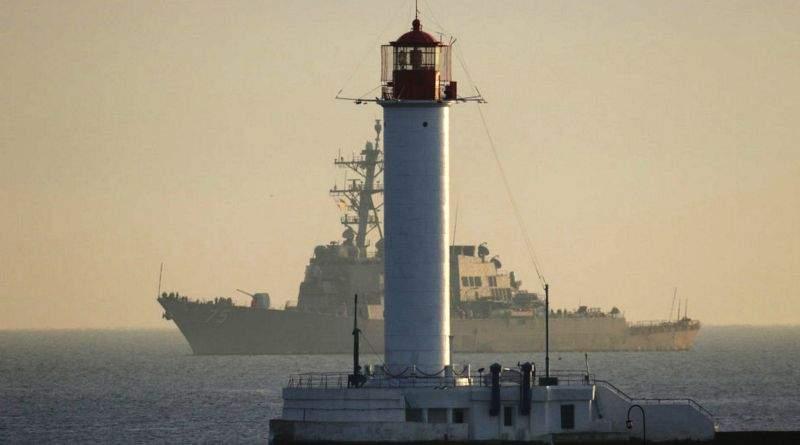 Американський ракетний есмінець «Дональд Кук» з дружнім візитом прибув до порту Одеси (фото, відео)