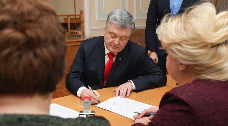 Петро Порошенко подав документи в ЦВК для реєстрації кандидатом на виборах Президента України (фото, відео)