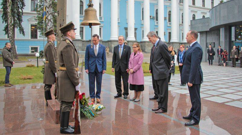 Міністр оборони України Степан Полторак зустрівся з делегацією Конгресу США (фото, відео)