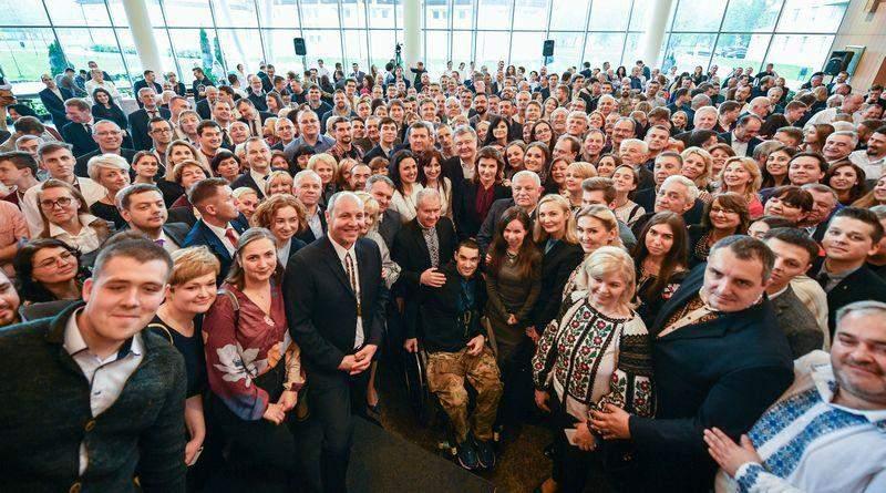 Петро Порошенко зустрівся з представниками культурного, громадського та бізнес середовища Львівщини (фото, відео)