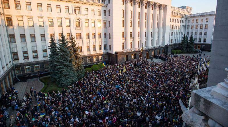 Петро Порошенко подякував українцям, які прийшли підтримати його (фото, відео)
