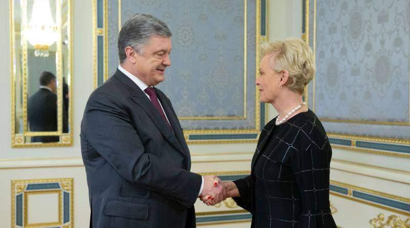 Президент України зустрівся з вдовою сенатора США Джона Маккейна (фото)
