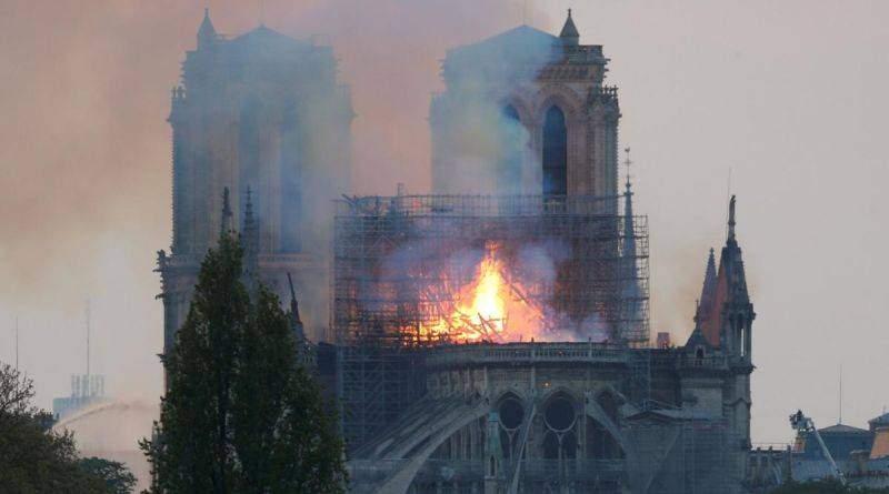 Президент висловив слова підтримки французькому народу через пожежу собору Нотр-Дам де Парі (фото)