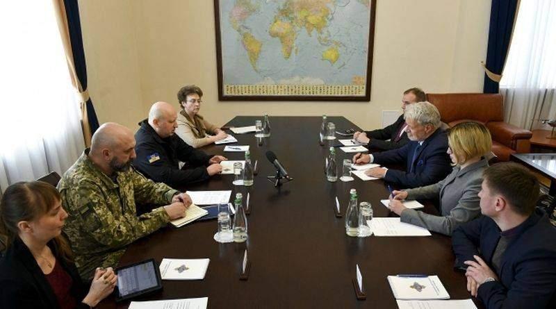 Турчинов запросив провідних міжнародних військових експертів до реформування «Укроборонпрому» (фото, відео)