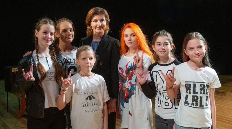 Марина Порошенко відвідала  Форум ініціатив молоді «Дитяча Демократія» (фото)