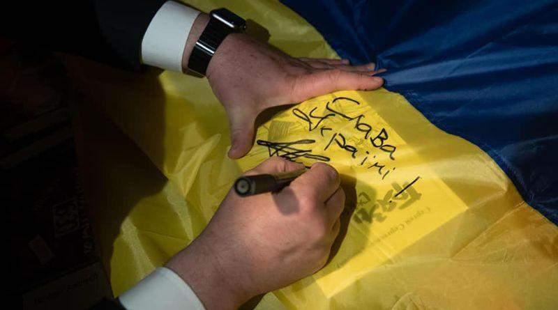 У Пороха на книжковій «поличці з ДСП» серйозне поповнення (фото, відео)