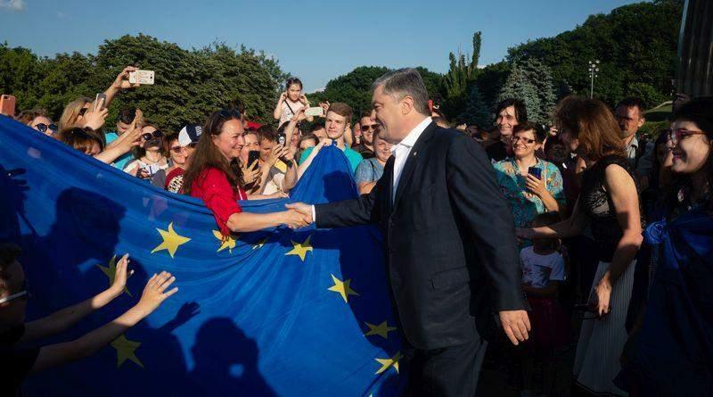 Петро Порошенко: Два роки тому ми здобули безвіз (фото, відео)