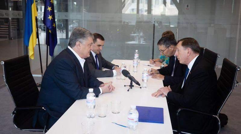 Петро Порошенко зустрівся з колишнім Главою ЦРУ США генералом Девідом Петреусом (фото)