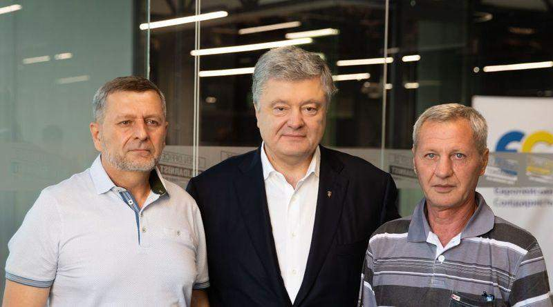 «Передайте нашим побратимам в Криму, що ми не здамося» – Петро Порошенко зустрівся із Умером Ібрагімовим