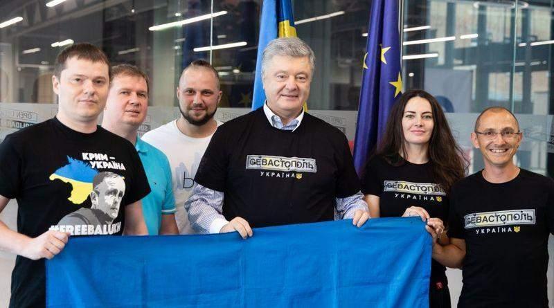 Петро Порошенко зустрівся з проукраїнськими активістами із Севастополя (фото, відео)