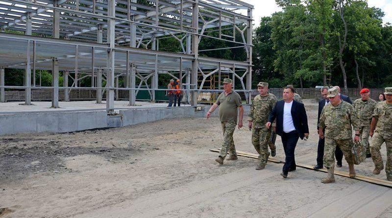 Міністр оборони України перевірив хід будівництва об'єктів військової інфраструктури (фото)