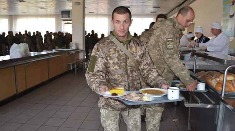 Помните реформу питания в армии? Забудьте...