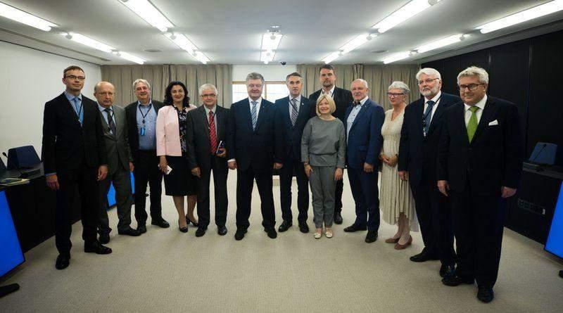 У Страсбурзі Петро Порошенко з командою ЄС закликали партнерів продовжити підтримку України (фото, відео)