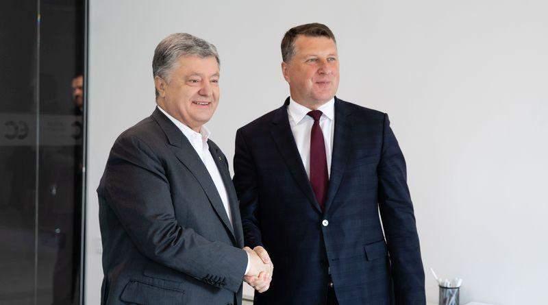 П'ятий президент України Петро Порошенко прийняв колишнього президента Латвії Раймондса Вейоніса (фото, відео)