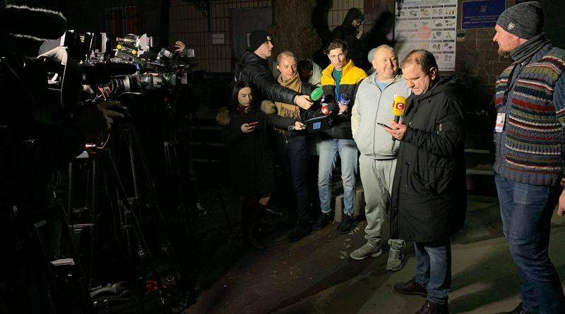 «Я мав честь захищати цей народ», – генерал Марченко вийшов із СІЗО (фото, відео)