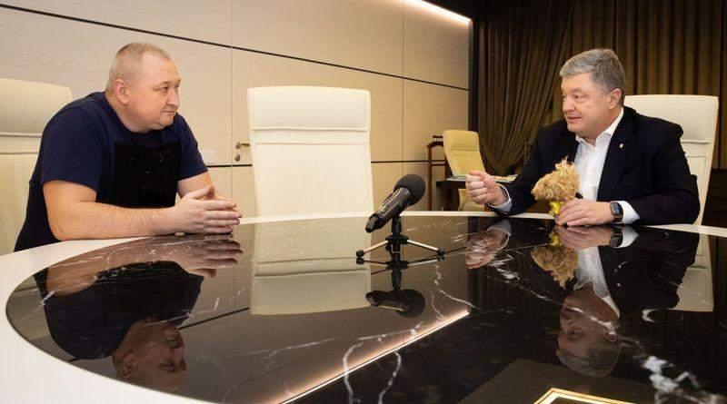 Петро Порошенко привітав кіборга Марченка зі звільненням (фото, відео)