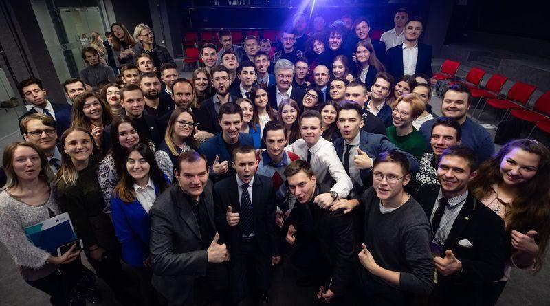 Петро Порошенко виступив перед учасниками молодіжного форуму ВГО «Солідарна Молодь» (фото, відео)