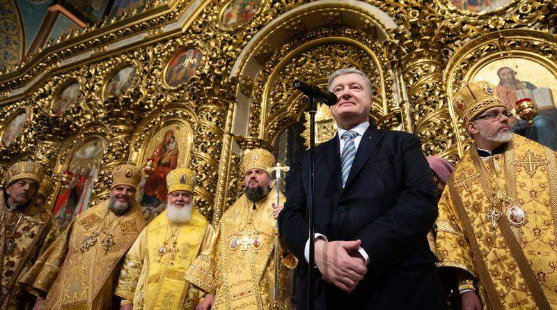 Петро Порошенко привітав українців з річницею об'єднавчого собору Православної Церкви України (фото, відео)