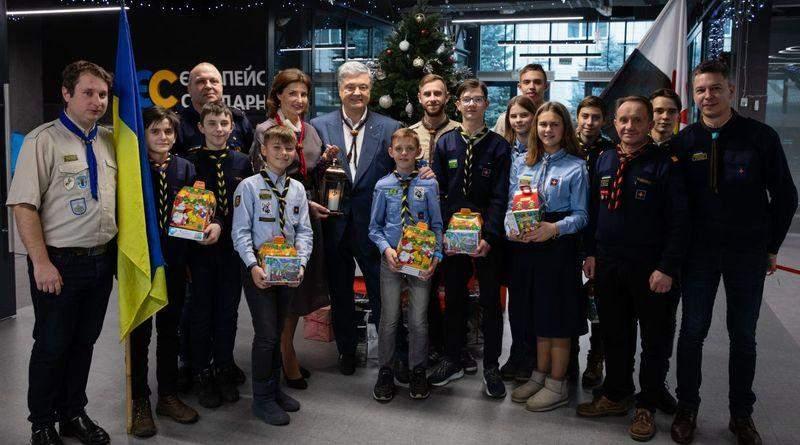 Петро Порошенко привітав українців із Різдвом Христовим за григоріанським календарем (фото, відео)