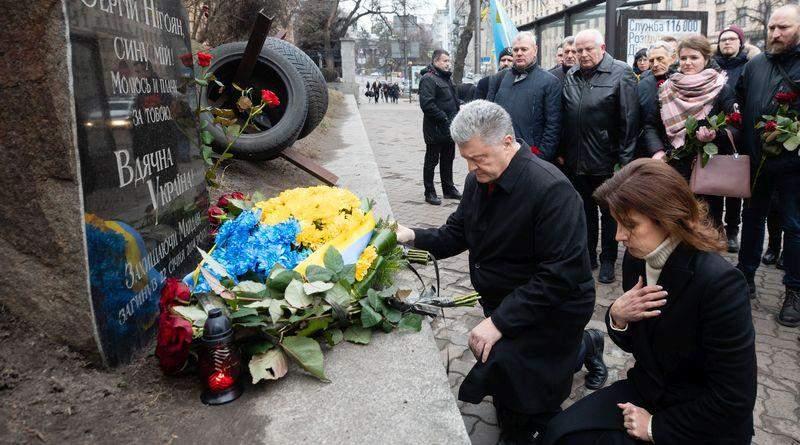 Петро та Марина Порошенки вшанували пам'ять перших загиблих учасників Революції Гідності (фото, відео)