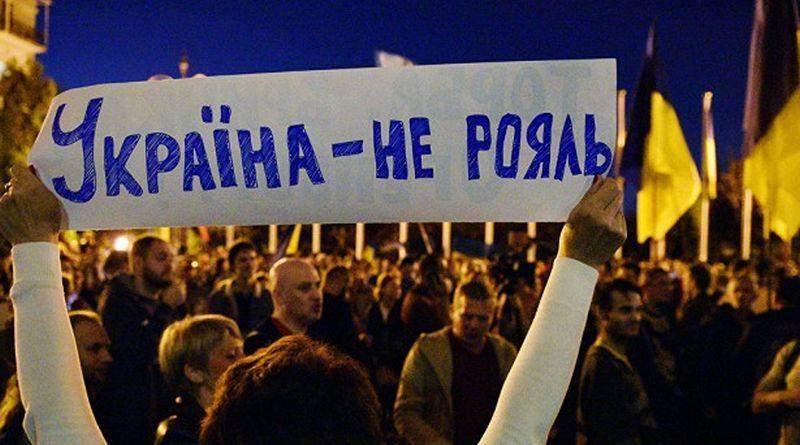 Украина живет по инерции. Без руля
