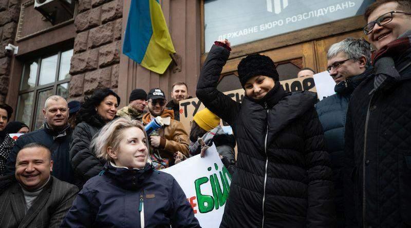 Під стінами ДБР відбулася акція на підтримку Софії Федини (фото, відео)