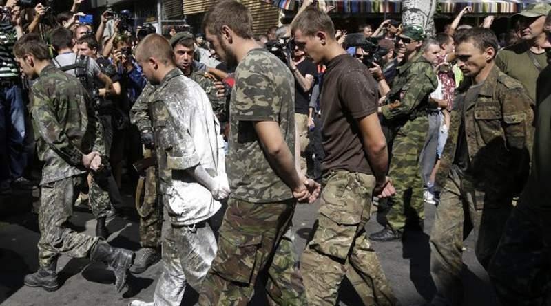 Спільне патрулювання з білим прапором під охороною ворожих солдатів