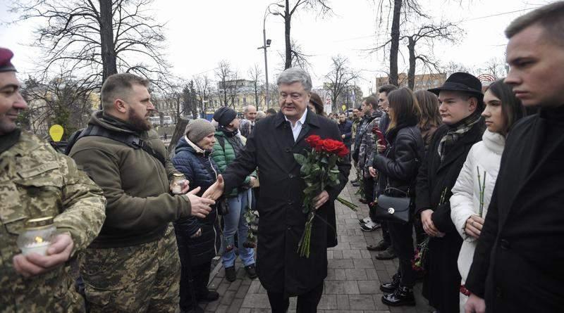 Петро Порошенко вшанував пам'ять Героїв Небесної Сотні (фото, відео)