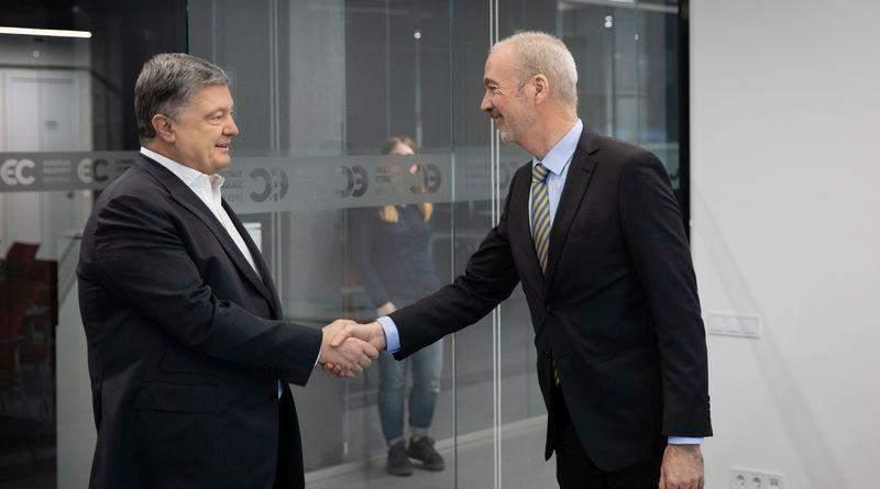 «Важливо зберегти санкції проти Росії» – Петро Порошенко зустрівся з послом Франції (фото)