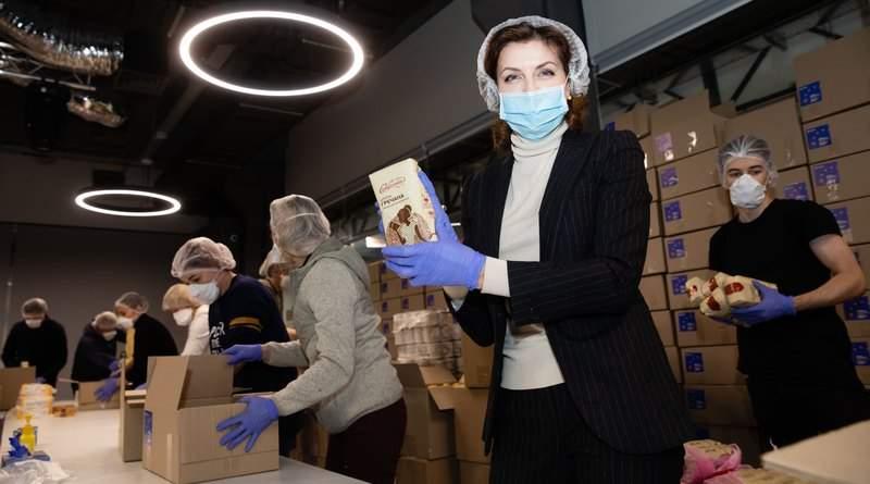 Тисячі продуктових наборів від Фонду Порошенка відправлені пенсіонерам та людям з інвалідністю (фото, відео)