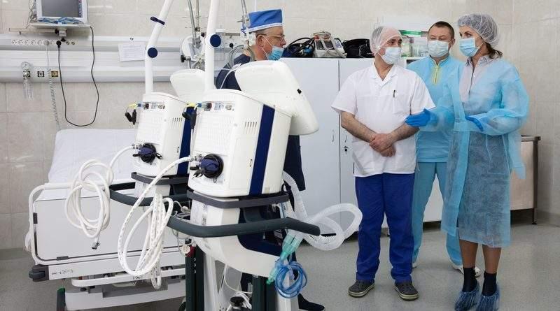 Фонд Порошенка передав апарати штучної вентиляції легень у Київську лікарню швидкої допомоги (фото, відео)