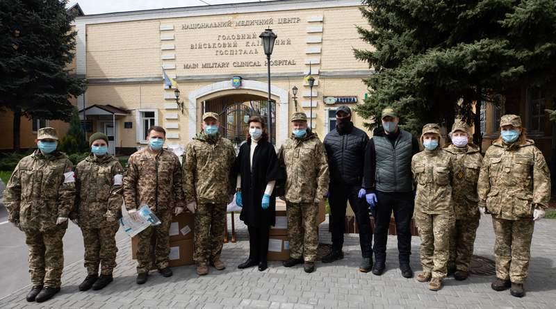 Марина Порошенко відвідала Київський військовий госпіталь з Великодніми подарунками (фото, відео)
