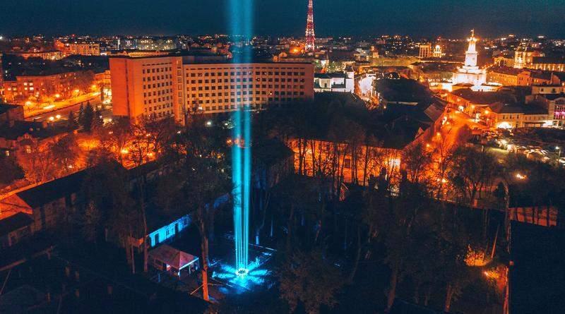 В Івано-Франківську засвітили «Промінь вдячності» воїнам і медикам (фото, відео)