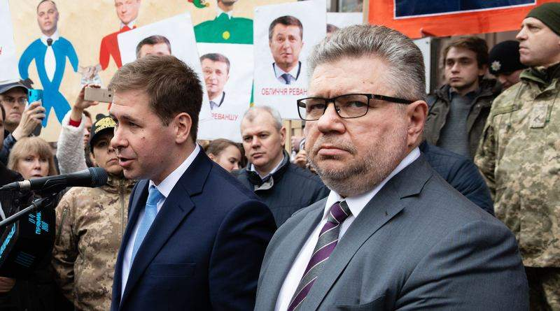 Зеленський публічно пообіцяв «пригоди» Порошенку, і ДБР це відпрацьовує – адвокати Новіков і Головань (відео)