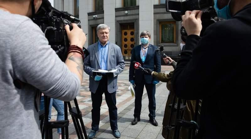 Порошенко передав керівництву парламенту підписні листи за позачергове засідання (фото, відео)