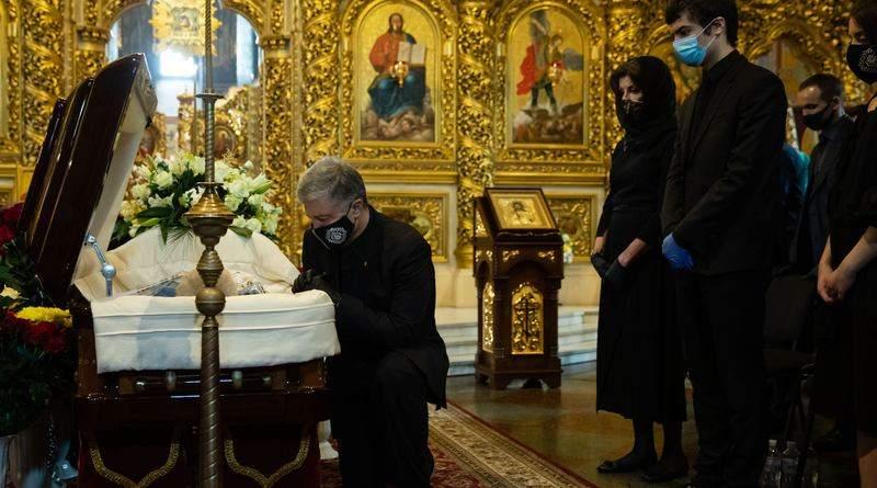 У Києві простилися з батьком Петра Порошенка (фото, відео)