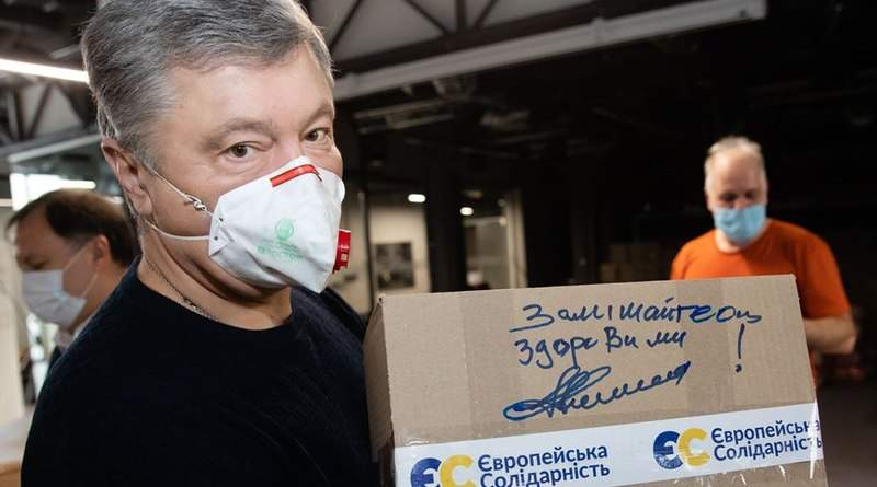 Через тиск з боку влади лікарня у Волновасі відмовилась приймати захисні костюми від Фонду Порошенка (відео)