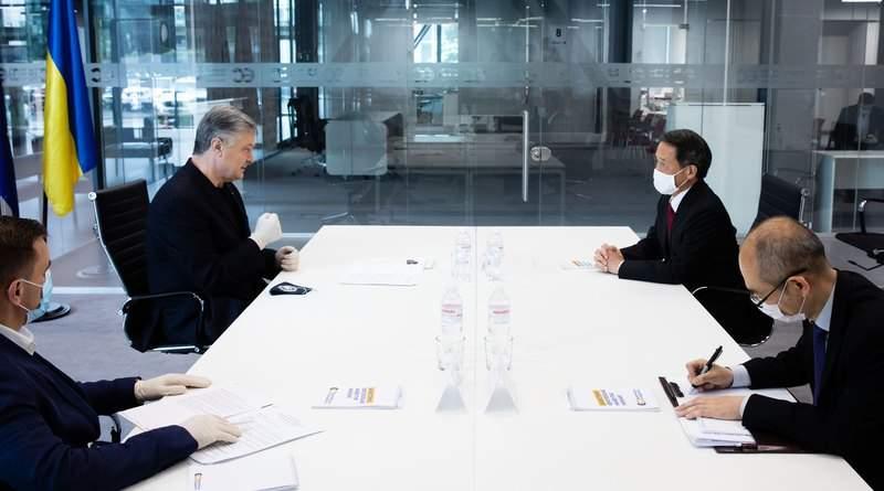 Петро Порошенко зустрівся з Послом Японії в Україні