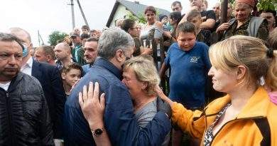 Родина з Чорного Потоку відбудує знищену повінню хату – будматеріали купив Фонд Порошенка (фото)