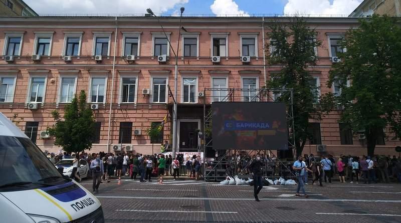 Під Печерським судом відбувається масштабна акція на підтримку Петра  Порошенка (фото, відео)   Тверезий погляд