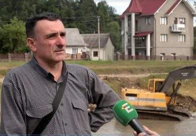 На Прикарпатті завдяки Порошенку будівельна техніка відновлює дорогу до заблокованого села Чорний Потік (фото)