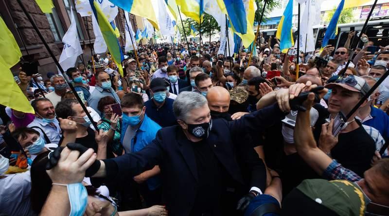 В Києві відбувається акція на підтримку Петра Порошенка та проти політичних репресій (фото, відео)