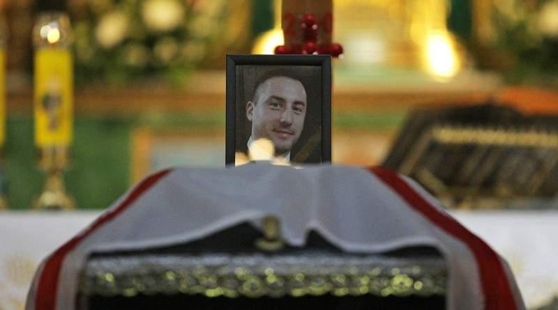 Розповсюджувати фото тіл загиблих солдат може лише ворог