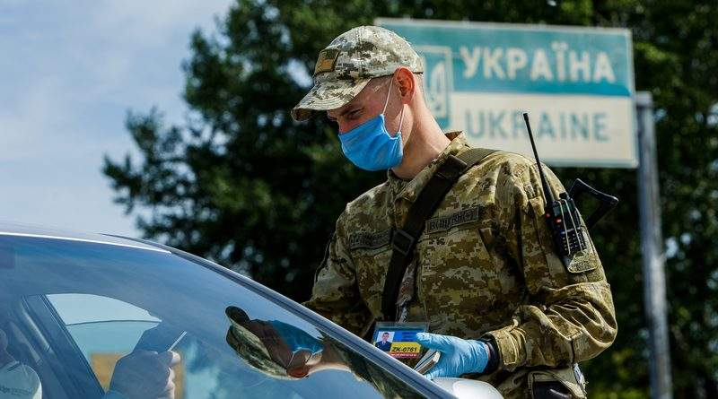 Уряд подовжив адаптивний карантин та обмежує в'їзд іноземців на територію України