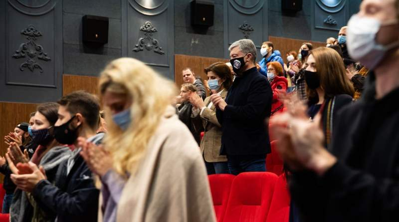 Петро та Марина Порошенки побували на прем'єрі «Атлантиди» (фото, відео)