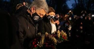 Петро та Марина Порошенки вшанували жертв Голодомору під час акції «Запали свічку» (фото, відео)