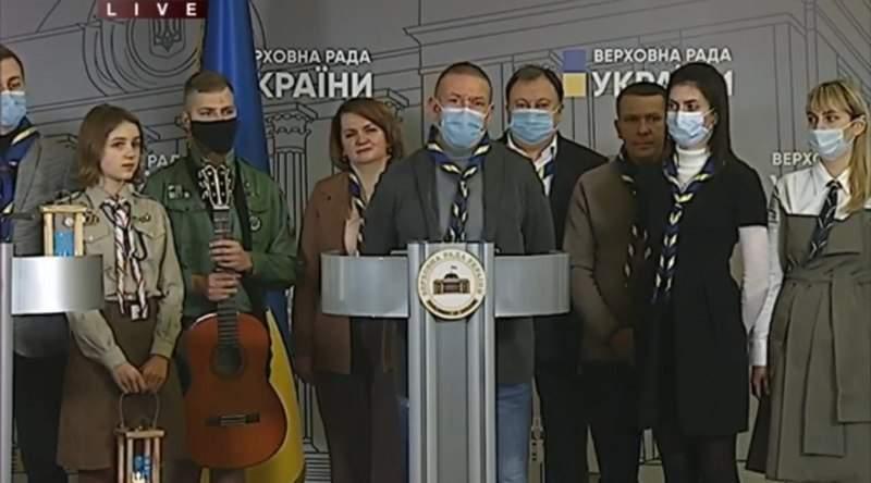 Представники «ЄC» та «Пласту» передадуть військовим на передовій Вифлеємський Вогонь Миру (фото, відео)